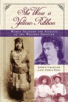 She Wore a Yellow Ribbon: Women Soldiers and Patriots of the Western Frontier - Chris Enss, JoAnn Chartier