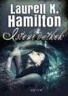 Isteni vétkek - Laurell K. Hamilton, Hodász Eszter