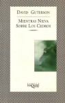 Mientras Nieva Sobre Los Cedros/Snow Falling on Cedars (Spanish Edition) - David Guterson