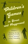 Children's Games in Street and Playground, Volume 2: Hunting, Racing, Duelling, Exerting, Daring, Guessing, Acting, Pretending - Iona Opie, Peter Opie