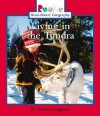 Living in the Tundra - Donna Loughran, Nanci R. Vargus