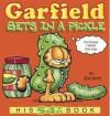 Garfield Gets in a Pickle: His 54th Book - Jim Davis