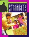 Safety Around Strangers (Living Well (Child's World (Firm)).) - Lucia Raatma