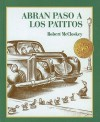 Make Way for Ducklings /Abran Paso a Los Patitos (Picture Puffins) (Spanish Edition) - Robert McCloskey, Osvaldo Blanco