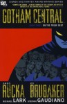 Gotham Central Deluxe Edition, Book 3: On the Freak Beat - Greg Rucka, Ed Brubaker, Michael Lark, Stefano Gaudiano