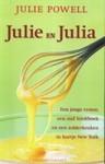 Julie en Julia: een jonge vrouw, een oud kookboek en een zolderkeuken in hartje New York - Julie Powell, Annoesjka Oostindiër