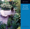 Water in the Garden - Andi Clevely, Steven Wooster