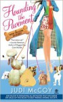Hounding the Pavement (Dog Walker Mystery, #1) - Judi McCoy