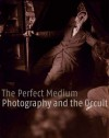 The Perfect Medium: Photography and the Occult - Clément Chéroux, Denis Canguilhem, Pierre Apraxine, Andreas Fischer, Sophie Schmit, Crista Cloutier, Stephen E. Braude