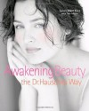 Awakening Beauty the Dr. Hauschka Way - Susan West Kurz, Tom Monte