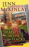 Death in the Stacks (A Library Lover's Mystery) - Jenn McKinlay