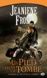 Un pied dans la tombe (Chasseuse de la nuit, #2) - Jeaniene Frost