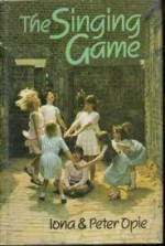 The Singing Game (Oxford Paperbacks) - Iona Opie, Peter Opie