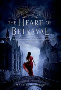 The Heart of Betrayal (The Remnant Chronicles) - Mary E. Pearson