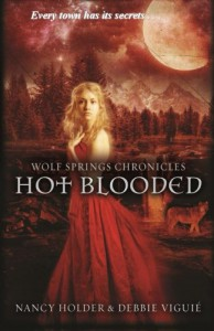 Hot Blooded (Wolf Springs Chronicles) (Volume 2) - Nancy Holder;Debbie Viguié