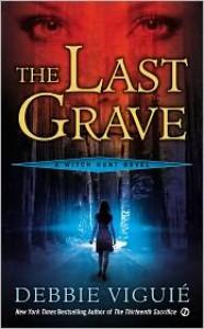 The Last Grave (Witch Hunt Series #2) - Debbie Viguié