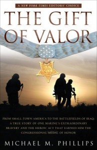 The Gift of Valor: A War Story - Michael M. Phillips