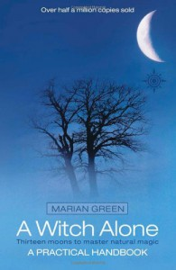A Witch Alone: Thirteen Moons to Master Natural Magic - Marian Green