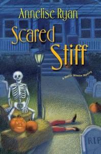 Scared Stiff (A Mattie Winston Mystery #2) - Annelise Ryan