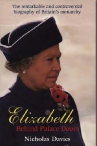 Elizabeth: Behind Palace Doors - Nicholas Davies