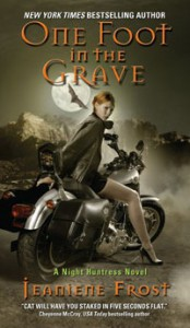 One Foot in the Grave (Night Huntress, #2) - Jeaniene Frost