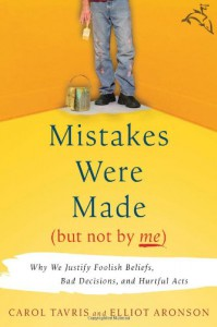 Mistakes Were Made (But Not by Me): Why We Justify Foolish Beliefs, Bad Decisions, and Hurtful Acts - Carol Tavris, Elliot Aronson