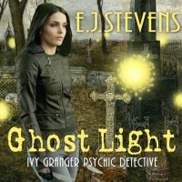 Ghost Light: Ivy Granger, Volume 2 - E. J. Stevens, Traci Odom