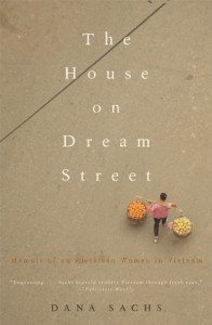 The House on Dream Street: Memoir of an American Woman in Vietnam (Adventura Books) - Dana Sachs