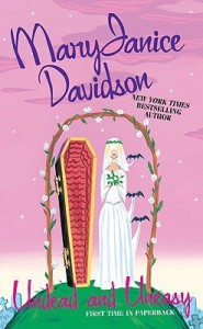 Undead and Uneasy (Undead, #6) - MaryJanice Davidson