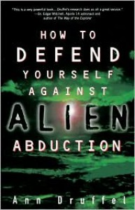 How to Defend Yourself Against Alien Abductions - Ann Druffel,  Ann Druffle