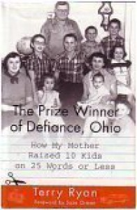 The Prize Winner Of Defiance, Ohio: How My Mother Raised 10 Kids On 25 Words Or Less - Terry Ryan