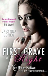 First Grave on the Right (Charley Davidson 1) - Darynda Jones