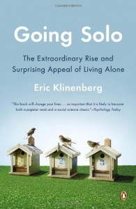 Going Solo: The Extraordinary Rise and Surprising Appeal of Living Alone - Eric Klinenberg