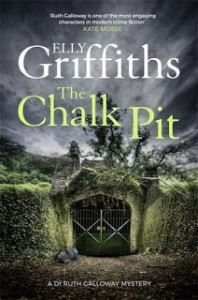 The Chalk Pit (Ruth Galloway Mysteries) - Elly Griffiths