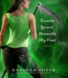 Fourth Grave Beneath My Feet (Charley Davidson, #4) - Darynda Jones, Lorelei King