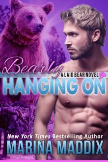 Bearly Hanging On (Laid Bear 3) - Marina Maddix