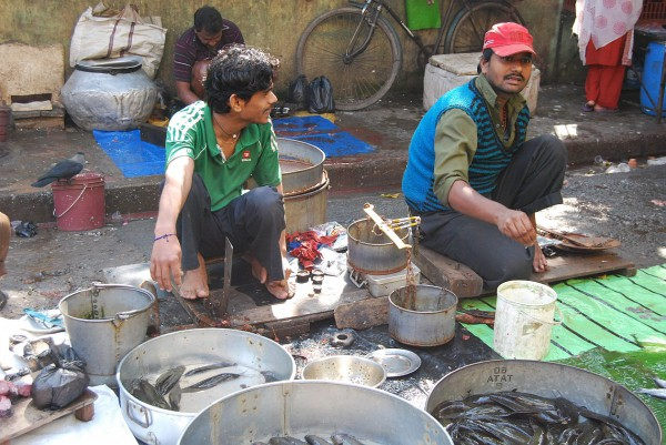 Sprzedawcy ryb na targu (Kolkata, 2012 r.)