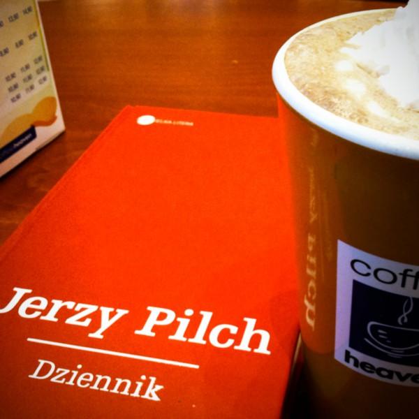 Okładki nie ma (biblioteka nie dała), ale za to jest mocha @ Coffeeheaven (Łódź)