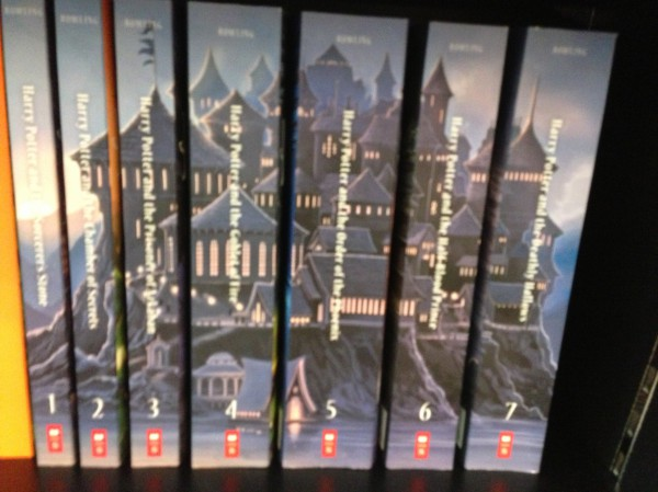 How gorgeous Hogwarts castle on the books' spine.