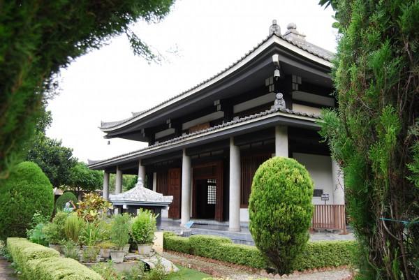 Świątynia buddyjska w stylu japońskim (Sarnath, 2009 r.)