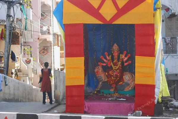 Przygotowania do święta Durga Pudża (Visakhapatnam, 2011 r.)
