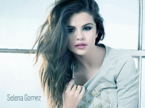 Hot Selena Gomez Pictures