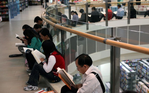People reading books at a Chinese bookstore