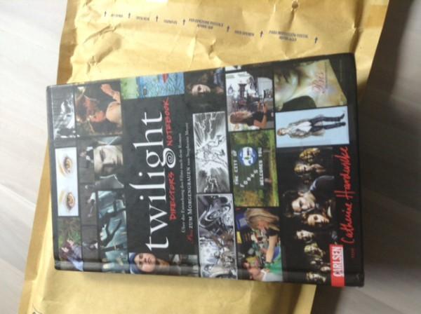 Das erste Buch ist....Twilight Directors Notebook!