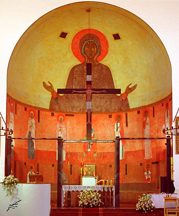 Ołtarz główny kościoła w Warszawie-Wesołej. Przepraszam za jakość ale zdjęcie z netu:).