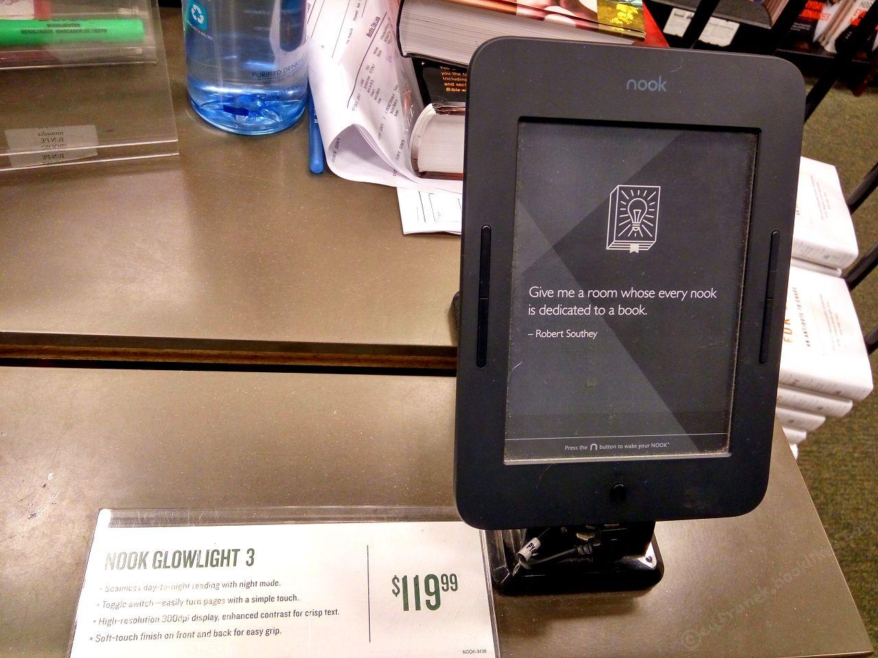 Nook GlowLight 3 w księgarni Barnes & Noble