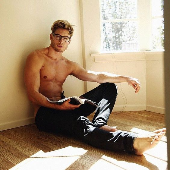 Hot Dudes Reading, #10