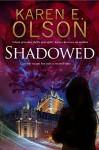 Shadowed: A thriller (A Black Hat Thriller) - Karen E. Olson