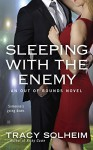 Sleeping With the Enemy (Out of Bounds Novel, An) - Tracy Solheim