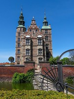 Walking around Rosenborg Castle (Photo Gallery): (Photo Books,Photo Album,Photo Big Book,Photo Display,Photo Story,Photo Traveler,Travel Books,Travel Photos) - John Parker